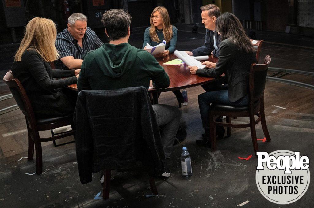 Друзья снова вместе - первые фотографии и видео со встречи актерского состава сериала
