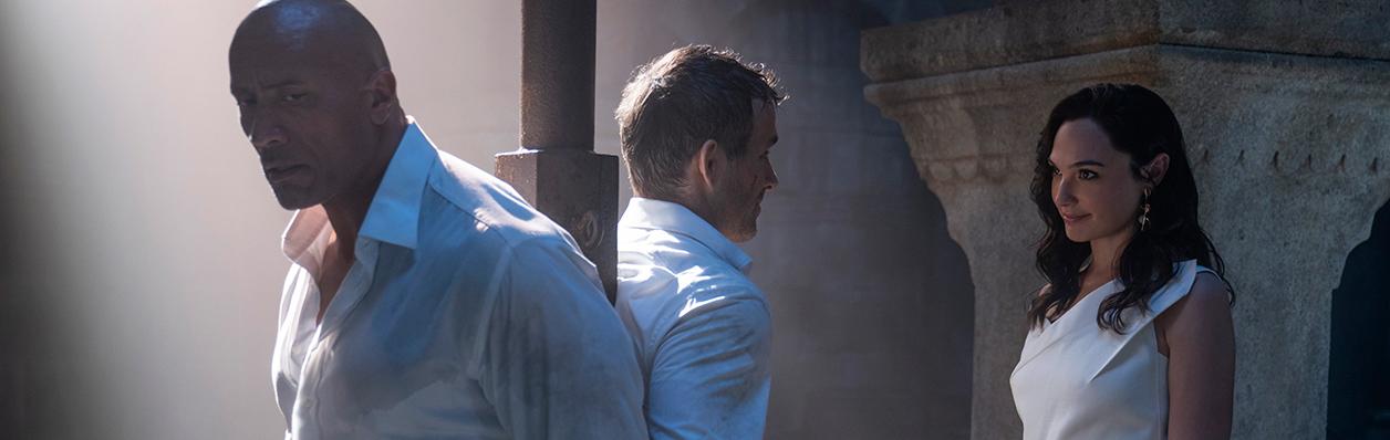 «Я единственный, кто в силах вас остановить»: В сети появился тизер-трейлер экшен-триллера «Красное уведомление» с Галь Гадот, Дуэйном Джонсоном и Райаном Рейнольдсом